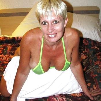 Vrouw (57) zoekt sex in Drenthe
