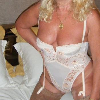 hebettie, vrouw 61 jaar zoekt sex in Utrecht